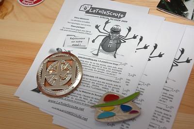 Insignes pios/K sur prospectus LaToileScoute