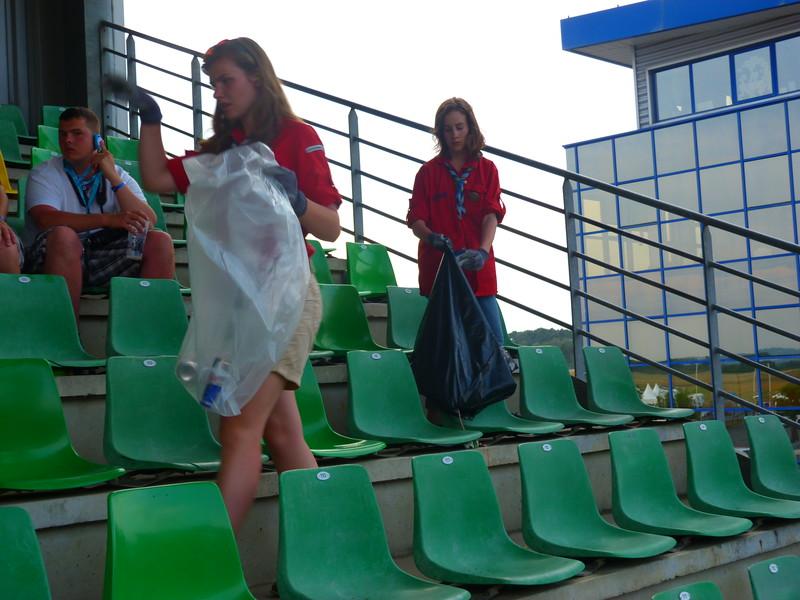 Marée rouge : nettoyage des tribunes