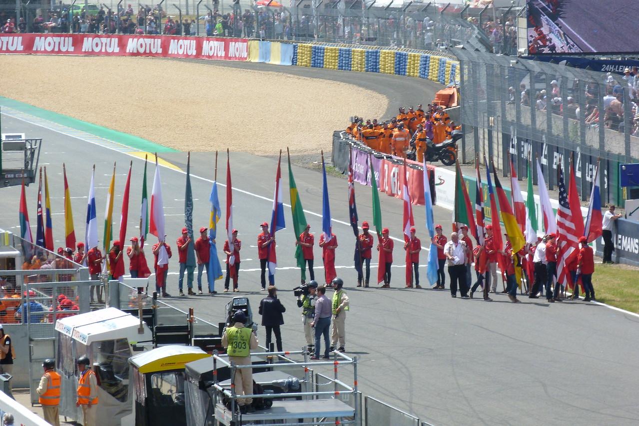 Les drapeaux de chaque nationalité présente dans la course