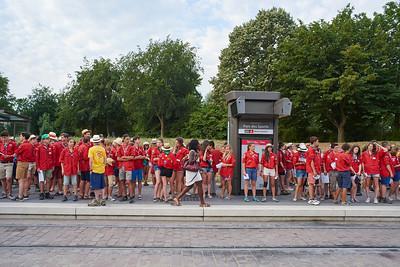 L'attente du tramway, jour de rush pour les habitants