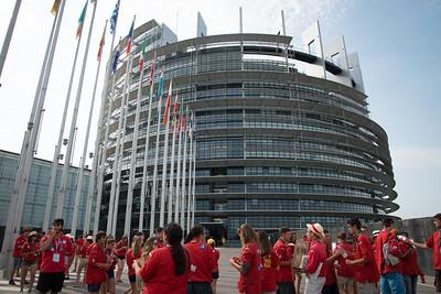Les Pionniers et Caravelles arrivent au Parlement Européen