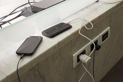 L'occasion de charger les portables ne pouvait pas être ratée.