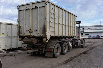 S&H Kenworth Continuous-chain Roll Off and Trailer