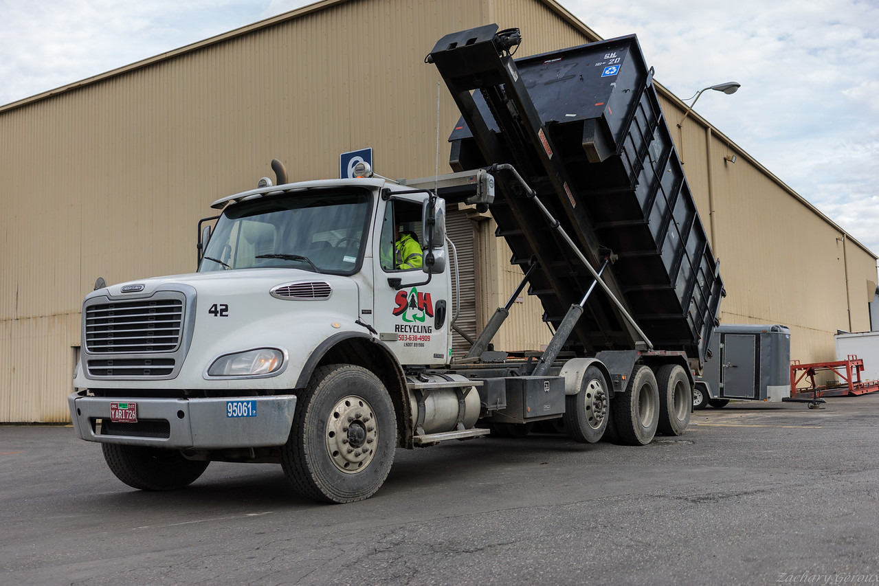 S&H Freightliner Continuous-chain Roll Off