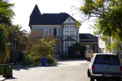 El Mio Drive 5905 Residence