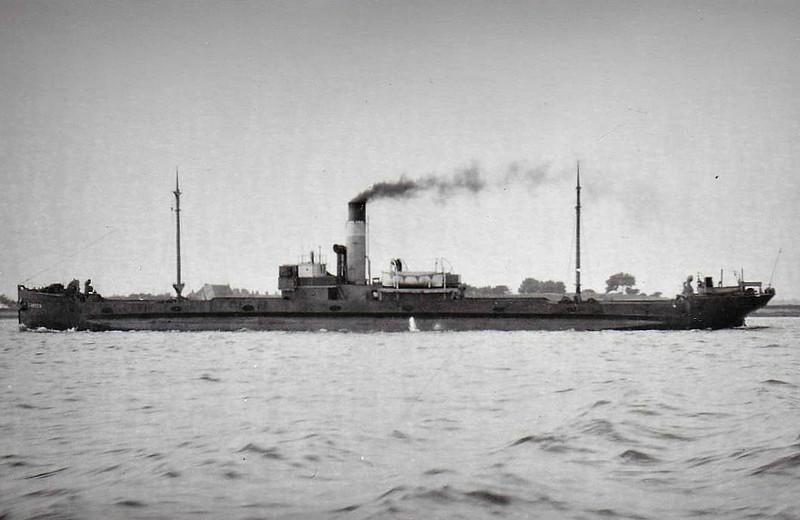 1915 to 1939 - CAMDEN - Cargo (Turret Steamer) - 1477GRT - 73.2 x 10.4 - 1911 Osbourne Graham & Co., North Hylton, No.156 as EDENOR (1911-15) - 1939 JULIETTE, 1941 LIISA, 1948 MARJA-LIISA NURMINEN, 1949 ARKADIA - 10/59 broken up at Hemiksem.