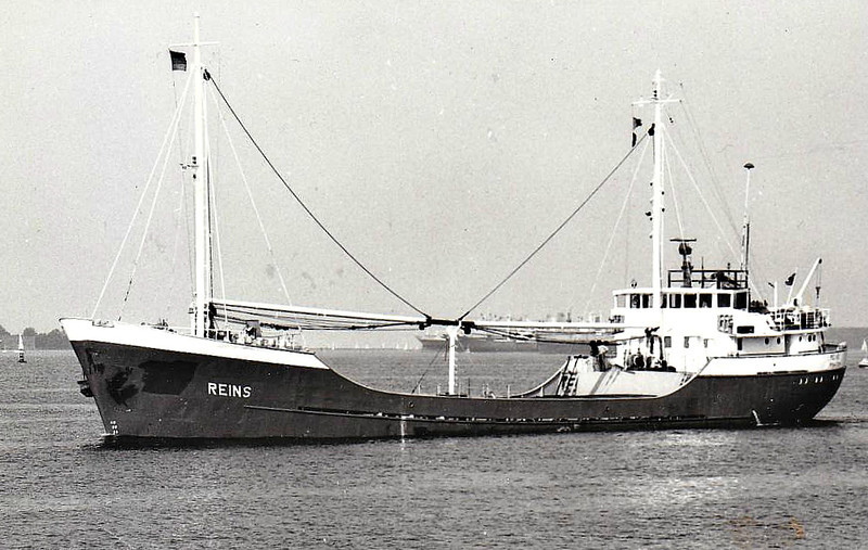 1979 to 1992 - REINS - Cargo - 499GRT/801DWT - 57.8 x 9.1 - 1966 Scheeps Voorwarts, Martenshoek, No.192 as CLAUDIA (1966-76) - REINA (1976-79) - 1992 RENA - 24/02/97 sank on voage from Puerto Limon to Isla de San Andres with sand and gravel, 1 dead.