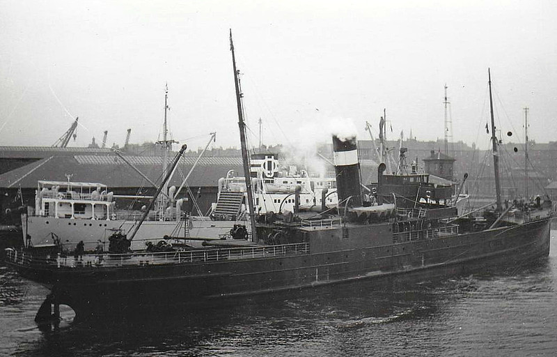 1907 to 1958 - ANNAN - Pass/Cargo - 1133GRT - 73.8 x 10.2 - 1907 Ailsa Shipbuilding Co., Troon, No.165 - 1932 passenger accomodation removed - 08/58 broken up at Hendrik-Ido-Ambacht.