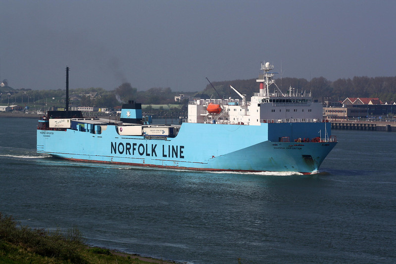 1996 to 2010 - MAERSK IMPORTER - Cargo/RoRo - 13017GRT/5700DWT - 142.5 x 23.5 - 1996 Miho Zosensho. Shimizu, No.1460 - 2010 HIBERNIA SEAWAYS, 2011 STENA HIBERNIA (NLD) - inward bound from Felixstowe to Vlaardingen, 21/04/09.