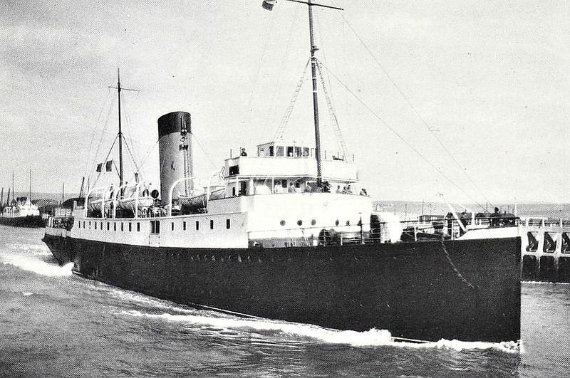 1912 to 1947 - ROUEN - Passenger - 1656GRT - 89.0 x 12.5 - 1912 Chantiers de la Mediteranee, Le Havre - managed by LBSCR, then SR for Newhaven/Dieppe - 08/14 requisitioned by French Navy as Armed Scouting Vessel, 12/16 torpedoed off St Malo, 1917 Troopship, 1919 returned to owners, 1947 broken up - seen here at Newhaven in 1933.