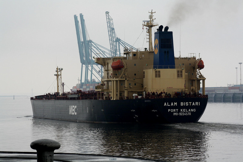 ALAM BISTARI (Port Kelang) - IMO9224570 - Tanker - MYS/47065/01 Ononmichi Zosensho, No.461 - 182.5 x 32.2 - PACC Shipping, Singapore - Zandvliet, outward bound from Antwerp Docks, 26/04/09.