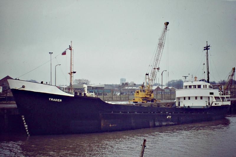 TRADER (San Lorenzo) - IMO5414141 - Cargo - HND/843/63 Scheeps de Groot & van Vliet, Slikkerveer, No.353 - 56.4 x 9.1 - Filaed Cia Naviera SA - still trading as ANDREWSON (HND) - Wisbech, unloading fertiliser, 01/84.