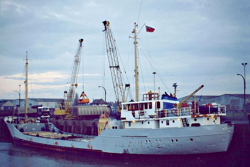 WOOLACOMBE (Ipswich) - IMO6702064 - Cargo - GBR/820/67 Scheeps Voorwarts, Martenshoek, No.194 - 57.8 x 9.1 - Custodian Leasing - still trading as LADY FAZEELA (BLZ) - Wisbech, unloading soya meal, 10/80.