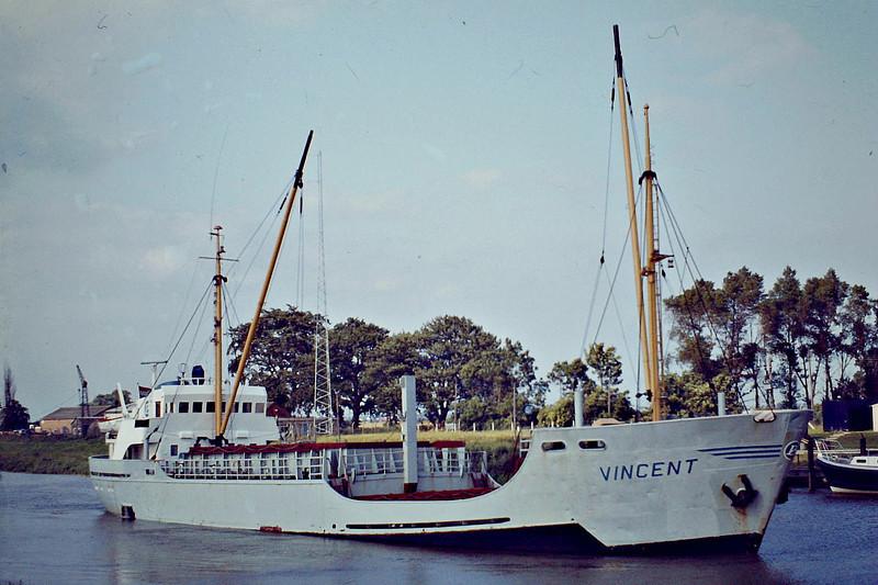 VINCENT (Groningen) - IMO7105718 - Cargo - NLD/766/71 Scheeps Bodewes, Martenshoek, No.510 - 55.1 x 9.3 - Becks Scheepsvartkantoor - Wisbech, about to swing, inward bound to unload soya meal, 06/81.