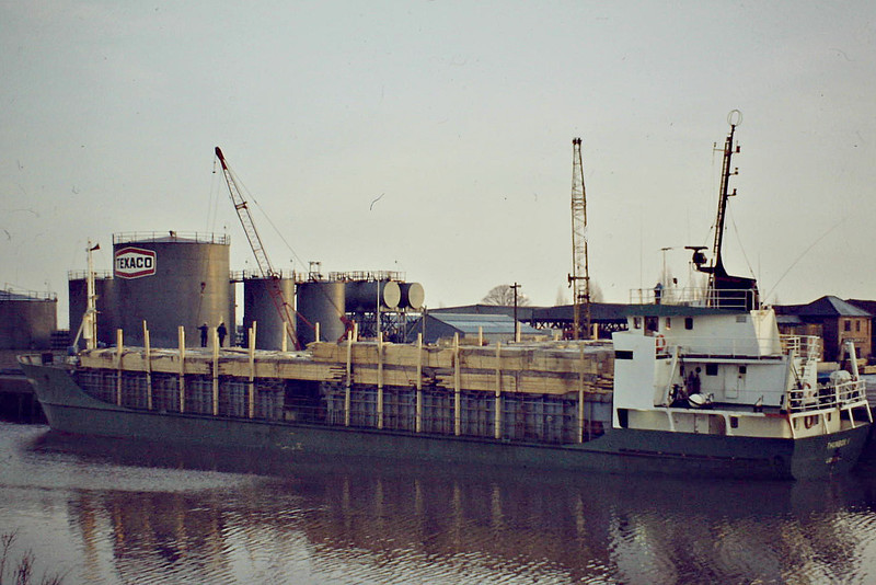 THUNBOX I (Lidkoping) - IMO7311 - Cargo - SWE/945/73 Hjorungavaag MV, No.18 - 60.7 x 9.5 - Rederi Thun - still trading as GULLHA (CKI) - Wisbech, unloading timber at Crabmarsh for JOW Walker, 01/84.