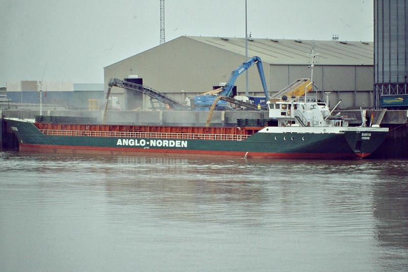 SUNTIS (Itzehoe) - IMO8513314 - Cargo - DEU/1815/85 Schiffs Hugo Peters, Wewelsfleth, No.614 - 82.5 x 11.3 - Warnecke Schiffs - still trading - Kings Lynn, loading grain on Alexandra Quay, 16/09/08.