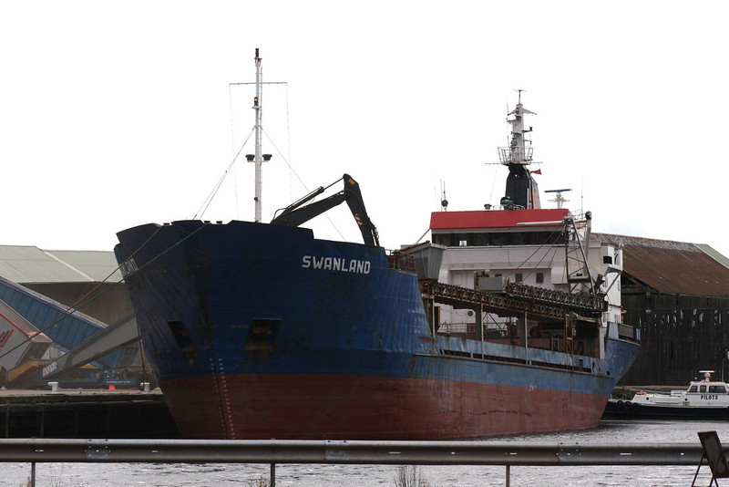 SWANLAND (Avatiu) - IMO7607431 - Cargo - CKI/3150/77 Scheeps Friesland, Lemmer, No.360 - 81.0 x 13.9 - Torbulk Shipping, Grimsby - Kings Lynn, loading grain in Alexandra Dock, 20/08/09.