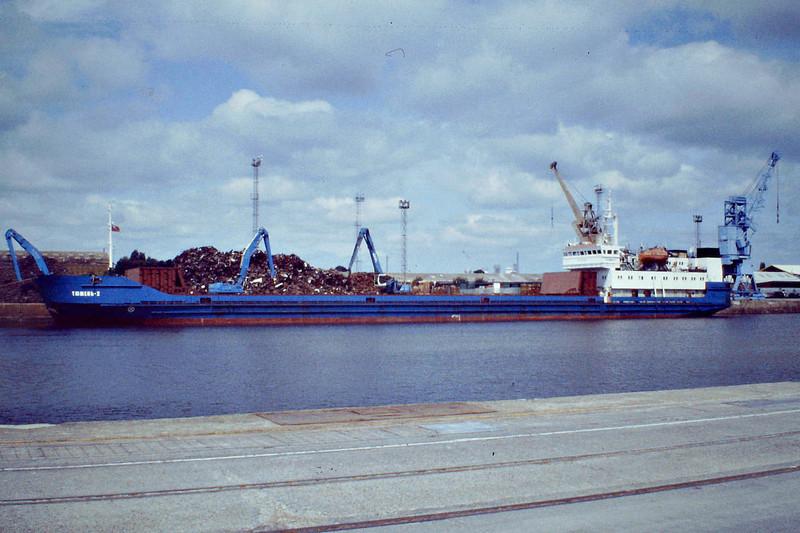 TYUMEN-2 (Novorossiysk) - IMO8727848 - Cargo - RUS/3152/89 ZTS Yard, Komarno, No.2329 - 116.1 x 13.4 - Reskom Tyumen Ltd. - Kings Lynn, loading scrap in Bentinck Dock, 26/06/08.