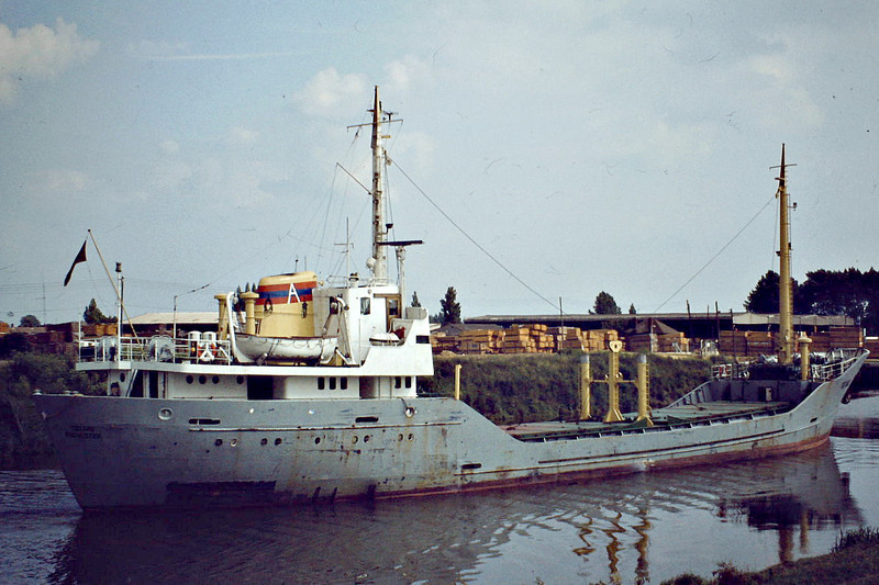 TOJARO (Rochester) - IMO6520521 - Cargo - GBR/820/65 Svendborg Skibs., No.110 - 60.0 x 8.9 - Allsworth Shipping - Wisbech, about to enter the Swinging Berth, 07/81 - 29/11/81 capsized and sank off the Schelde Estuary, Leith for Antwerp with malted barley.