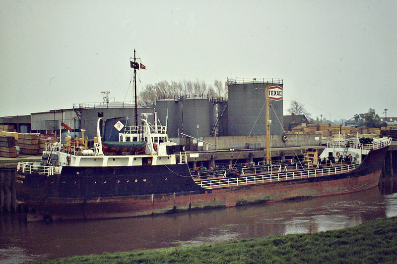 TILLERMAN (London) - IMO5409433 - Tanker - GBR/1191/63 Drypool Engineering Co., Hull, No.5 - 61.9 x 9.4 - Rowbotham Tankships - still trading as TILLERMAN - Wisbech, discharging at the Oil Jetty, 06/84. This ship was regular srand-in for the ANCHORMAN when not available.
