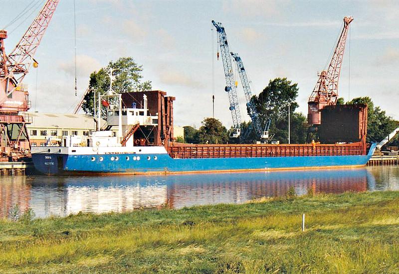 SANNA (Willemstad) - IMO8403557 - Cargo - ANT/1562/84 Schiffs Diedrich, Oldersum, No.150 - 79.0 x 10.9 - Fehn Shipping - 2011 MRW SANNA (VCT) - Port Sutton Bridge, unloading steel, 30/08/07.