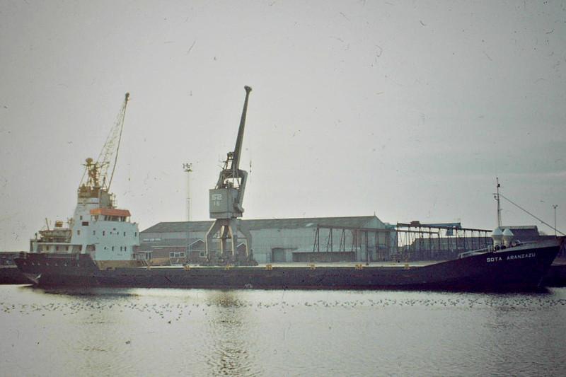 SOTA ARANZAZU (Bilbao) - IMO7703675 - Cargo - ESP/2600/78 Astilleros Balenciaga, Zumaya, No.285 - 83.6 x 13.2 - 12/10 broken up - Kings Lynn, unloading timber in Bentinck Dock, 01/84.