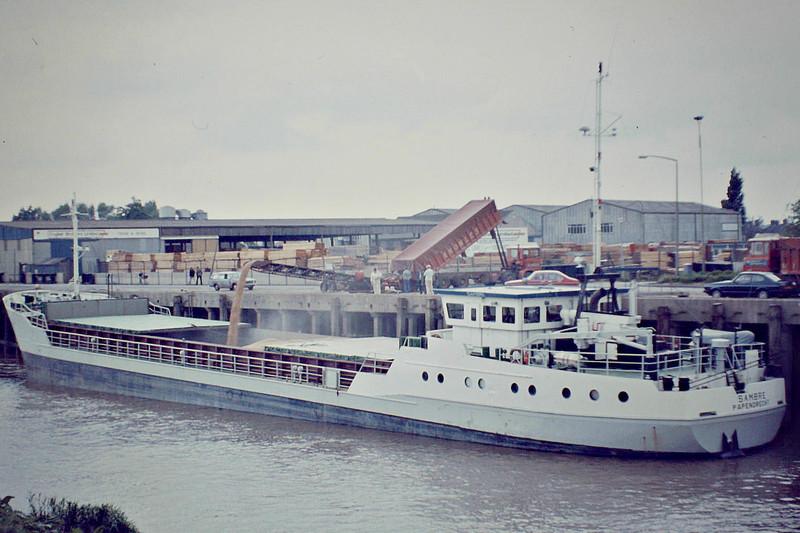 SAMBRE (Papendrecht) - IMO7819864 - Cargo - NLD/1163/79 Scheeps Hoogezand, No.190 - 62.3 x 9.4 - Union Transport - still trading as ELVI KULL (ATG) - Wisbech, loading grain, 05/82.