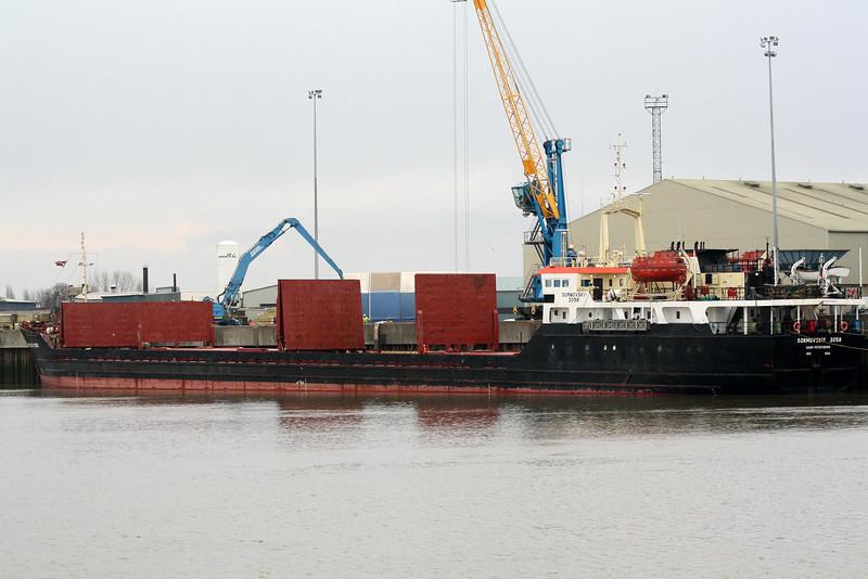 SORMOVSKIY-3058 (St Petersburg) - IMO8419647 - Cargo - RUS/3853/87 Estaleiros Navais, Viana do Castelo, No.137 - 119.4 x 13.7 - North Western Shipping Co. - Kings Lynn, unloading timber on Alexandra Quay, 29/12/09.