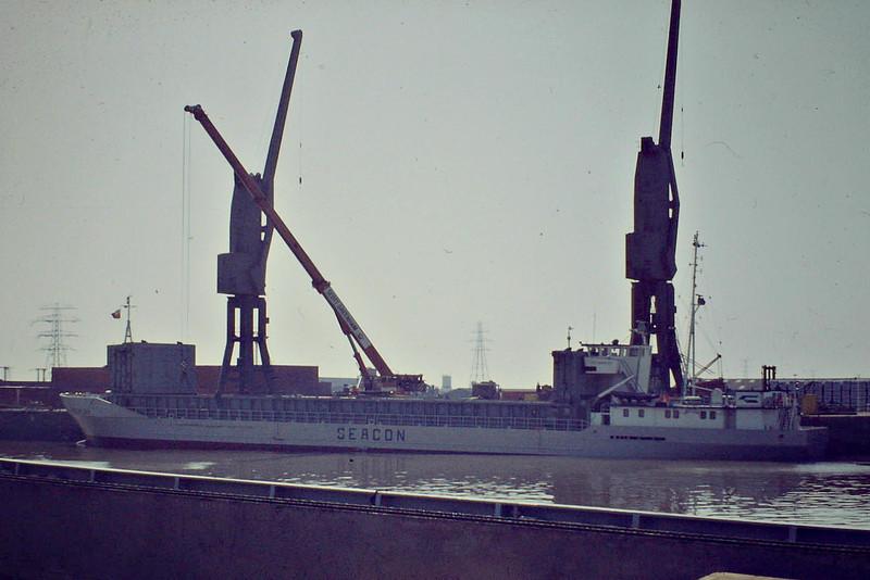 SEA MERLAN (Hamburg) - IMO7803475 - Cargo - DEU/1550/78 Schiffs Bayerische, Erlenbach, No.1055 - 76.8 x 11.5 - Freight Express Seacon - still trading as JUTLAND (DEU) - Bostn, unloading steel, 05/83.
