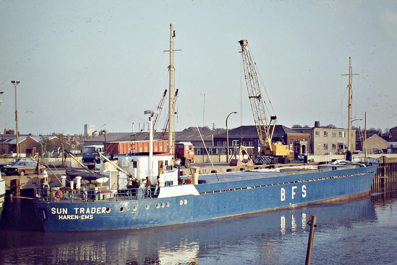 SUN TRADER (Haren Ems) - IMO6807319 - Cargo - DEU/780/67 Deutsche Industrie Werke, Spandau, No.31615304 - 59.7 x 9.0 - Intertrader Schiffahrts GmbH & Co KG - 1984 broken up at Naantali - Wisbech, unloading fertiliser, 10/82.