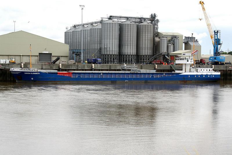 UNION-ELISABETH (Kampen) - IMO9148130 - Cargo - NLD/2665/97 Scheeps Peters, Kampen, No.440 - 88.6 x 12.6 - H Steenstra - Kings Lynn, loading grain on Alexandra Quay, 07/07/09.