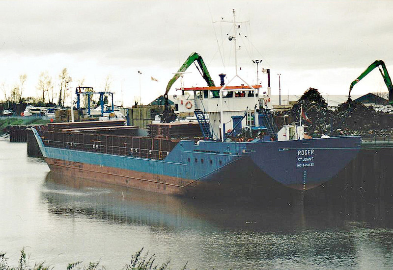 ROGER (St Johns) - IMO8410330 - Cargo - ATG/2183/84 Schiffs Hugo Peters, Wewelsfleth, No.606 - 82.5 x 11.4 - Erwin Strahlmann - Wisbech, loading scrap on Crabmarsh Quay, 07/11/07.