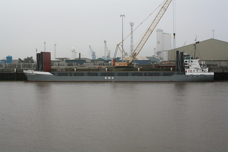 RMS NEUDORF (St Johns) - MO8920256 - ATG/2620/90 Scheeps Damen, Bergum, No.8254 - 82.5 x 12.5 - Rhein Maas & See Schiffs - Kings Lynn, unloading pre-cast concrete sections of the Palm Paper Mill on Alexandra Quay, 16/12/08.