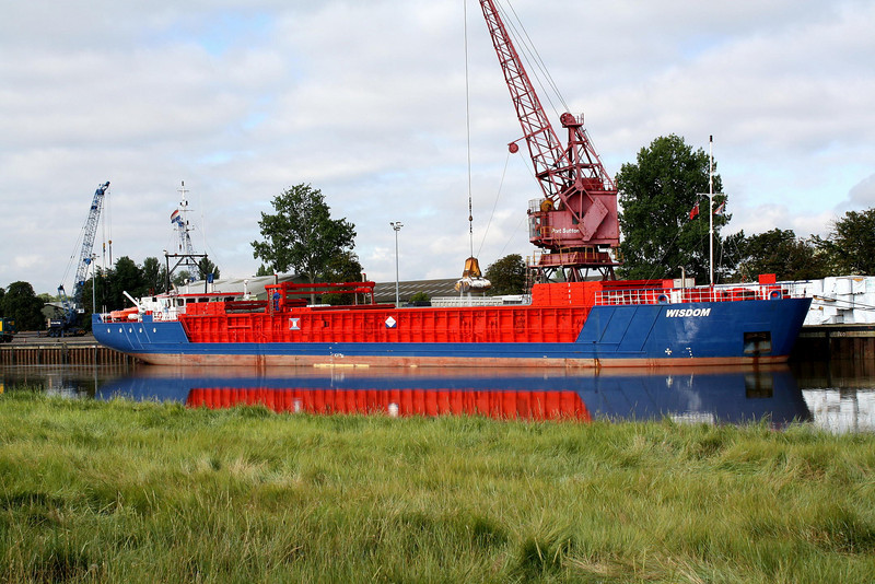 WISDOM (Delfzijl) - IMO9195559 - Cargo - NLD/1842/04 Scheeps Damen, Bergum, No.9325 - 82.2 x 11.3 - Amasus BV - Port Sutton Bridge, unloading fertiliser, 11/08/09.