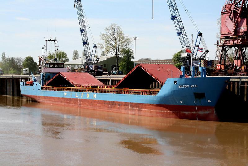 WILSON WAAL (Bridgetown) - IMO9178446 - Cargo - BRB/1852/99 CSPL Shipyard, Chvaletice, No.106 - 78.3 x 9.5 - Wilson Shipping, Bergen - Port Sutton Beidge, having unloaded steel, 27/04/10.