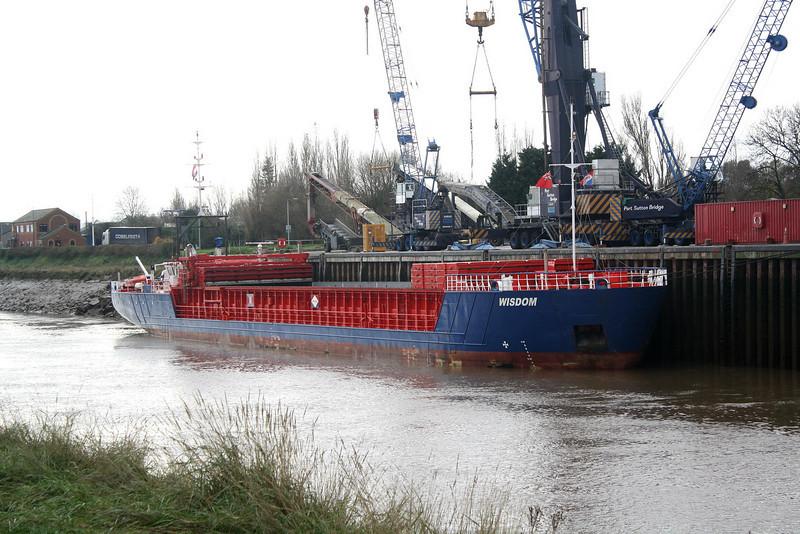 WISDOM (Delfzijl) - IMO9195559 - Cargo - NLD/1842/04 Scheeps Damen, Bergum, No.9325 - 82.2 x 11.3 - Amasus BV - Port Sutton Bridge, unloading steel, 22/11/10.