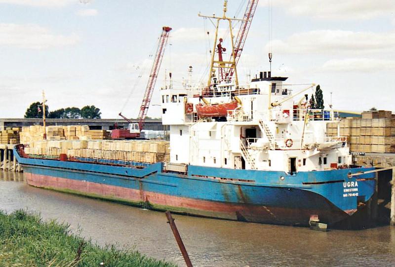 UGRA (Kingstown) - IMO7614642 - Cargo - VCT/1855/79 Rauma Repola, Uusikaupunki, No.290 - Type 289 - 81.0 x 11.9 - Inok NV - Wisbech, unloading timber, 27/08/07.