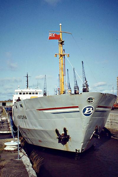 VENTURA (Groningen) - IMO7218307 - Cargo - NLD/2256/72 Scheeps Bodewes Gruno, Foxhol, No.229 - 76.4 x 12.1 - Becks Scheepsvartkantoor - Boston, in the entrance lock, outward bound loaded with grain, 09/81 - still trading as OAK (ESP).