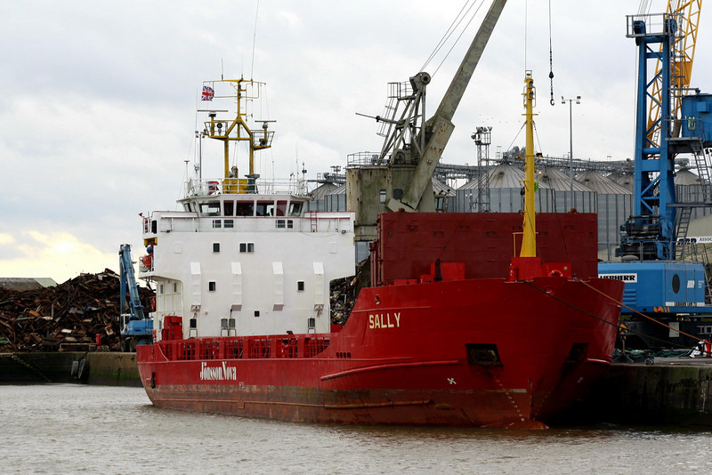 SALLY (Oslo) - IMO7703273 - Cargo - NOR/2770/77 JJ Sietas Schiffswerft, Hamburg, No.831 - 72.0 x 12.8 - M Hannestad - Kings Lynn, unloading timber for Finnforest in Bentinck Dock, 27/11/08 - to St Vincent flag, 11/10.