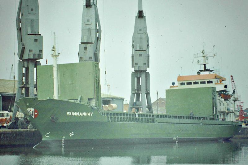 SUNNANHAV (Hamburg) - IMO7639599 - Cargo - DEU/2349/77 Nichitsu Zosensho, Matsuura, No.011 - 86.5 x 13.0 - still tradibng as FEDEL MOON (PAN) - Boston, unloading newsprint, 08/83.