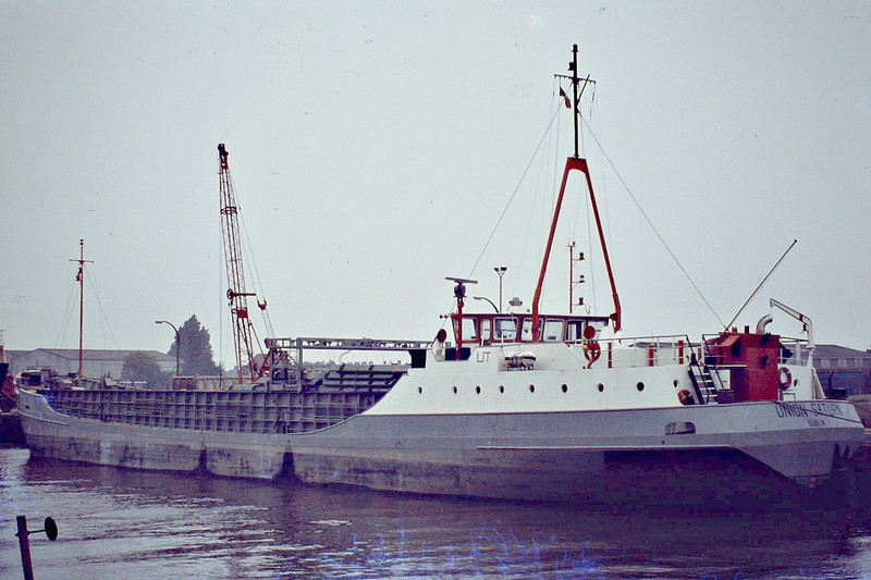 UNION SATURN (Dublin) - IMO7615622 - Cargo - IRL/1100/77 Scheeps van Rossum, Heerewaarden, No.817 - 60.0 x 9.5 - Union Transport - 26/07/07 sank off Mangalia, Romania - Wisbech, unloading soya meal, 08/81.