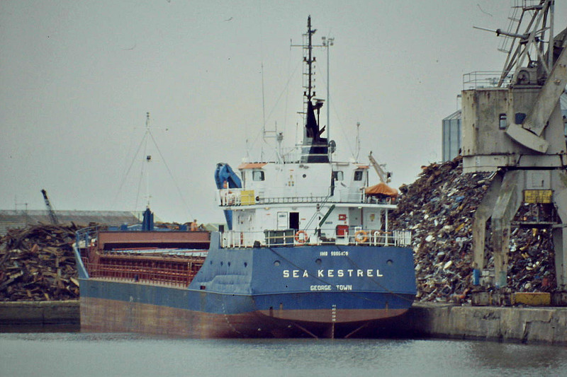 SEA KESTREL (Georgetown) - IMO9006459 - Cargo - CYM/2225/93 Yorkshire Drydock Co., Hull, No.328 - 77.7 x 11.8 - Torbulk Shipping, Grimsby - Kings Lynn, loading scrap in Bentinck Dock, 16/09/08.