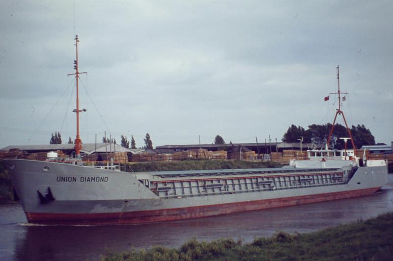 UNION DIAMOND (Dublin) - IMO8003864 - Cargo - IRL/1580/81 Schiffs JG Hitzler, Lauenburg, No.766 - 70.0 x 11.3 - Union Transport - still trading as HAY K (MDV) - Wisbech, outward bound after loading grain, 06/81.