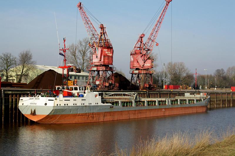 UNION MOON (Avatiu) - IMO8416839 - CKI/2376/85 Scheeps Bodewes Volharding, Foxhol, No.289 - 87.7 x 11.1 - Continental Shipping, Norway - Port Sutton Bridge, unloading peat, 31/01/11.