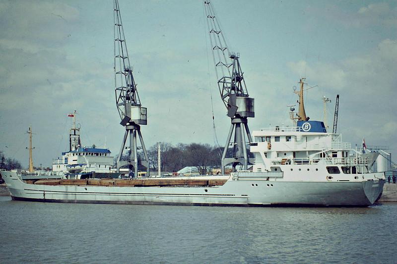 VALIANT (Groningen) - IMO7624348 - Cargo - NLD/3250/77 Scheeps van Sander, Delfzijl, No.275 - 80.4 x 13.6 - Becks Scheepsvartkantoor - still trading as SUN-S (MDV) - Boston, to unload timber, 04/83.