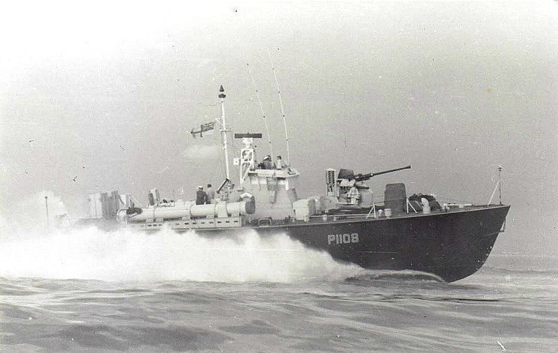 1955 to 1967 - DARK CLIPPER (P1109) - Dark Class Motor Torpedo Boat - 64 tons - 21.8 x 5.9 - 1955 Vosper & Co., Southampton - 1x40mm, 4TT - 40 knots - 1967 sold commercial, 2001 broken up - seen here in 1957.