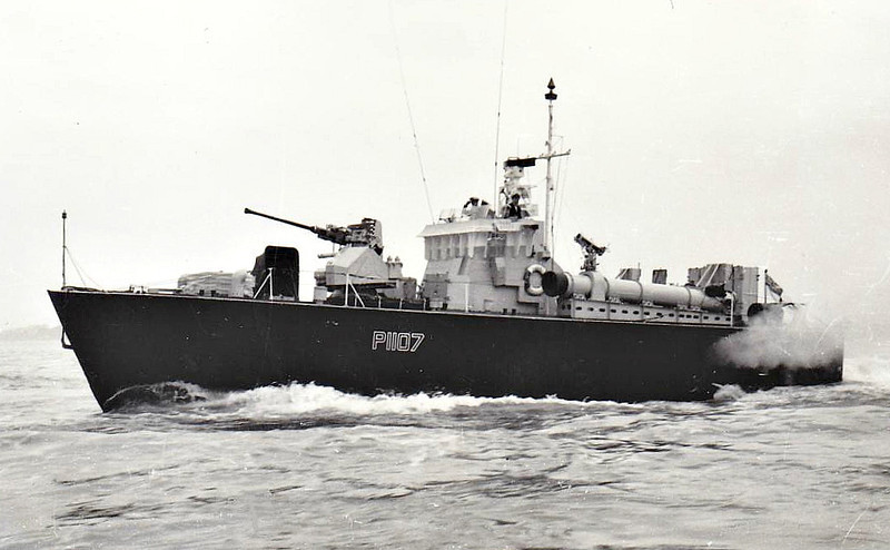 1954 to 1966 - DARK ROVER (P1107) -  Dark Class Fast Attack Craft - 64 tons - 21.8 x 5.9 - 1954 Vosper & Co., Southampton - 1x40mm, 4TT - 40 knots - 02/66 sold for breaking - seen here in 1957.