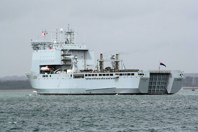2006 to DATE - MOUNTS BAY (L3008) (London) - IMO9240770 -  'Bay' Class Auxiliary Landing Ship (Dock) - 16160 tons - 2006 by BAE Systems, Govan, Glasgow - 176.6 x 26.4 - Royal Fleet Auxiliary - inward bound for Marchwood Docks, 21/06/11.