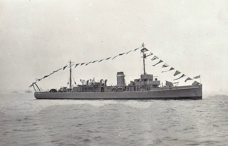 1918 to 1928 - YEOVIL - Hunt Class Minesweeper - 710 tons - 70.0 x 8.5 - 1918 Napier & Miller Ltd., Glasgow - 1x4in. - 16 knots - 10/28 sold for breaking.