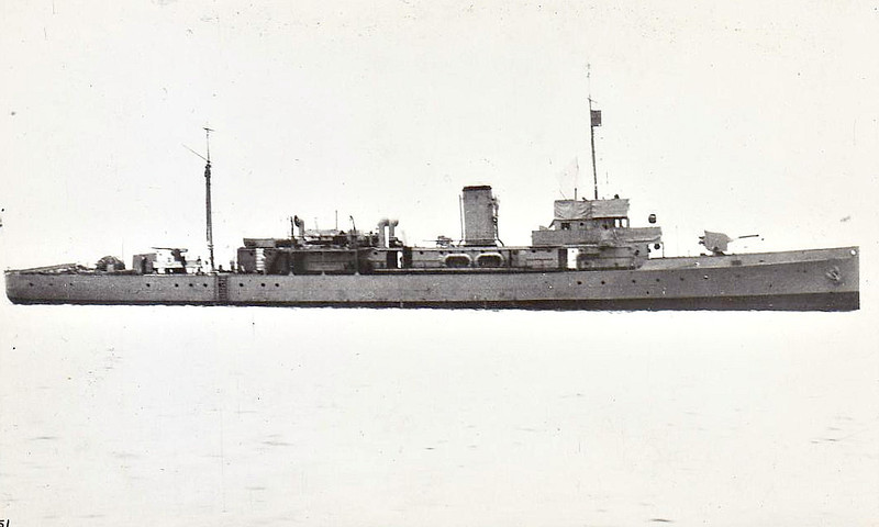 1918 to 1947 - SUTTON - Hunt Class Minesweeper - 710 tons - 70.0 x 8.5 - 1918 Archibald MacMillan & Co., Dumbarton - 1x4in. - 16 knots - 1918 mine clearance duties, then to Reserve at Alexandria, 08/39 recommisssioned, deployed in Eastern Mediterranean on Contraband Control Duties, 03/40 3rd Minesweeping Flotilla, Great Yarmouth, 05/40 Operation Dynamo, 646 men rescued, resumed flotilla duties, 04/41 flotilla transferred to East Coast of Scotland, 19/01/42 in collision with sistership ALBURY, seriously damaged, 06/42 flotilla transferred to Dartford for Channel sweeping duties, 06/43 flotilla transferred to Milford Haven, 03/44 Operation Neptune, 08/44 flotilla transferred to Swansea, 01/45 laid up, Milford Haven, 07/47 sold for breaking.
